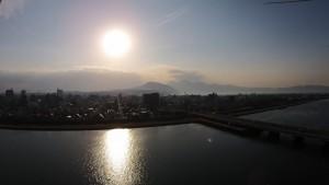 大野川河川敷から別府方面を空撮しました。夕日がキレイです。